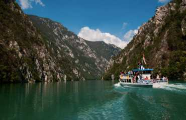 drina river cruising