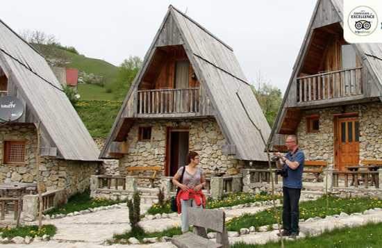 Etno selo Nevidio smeštaj bungalovi