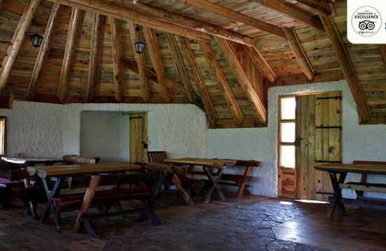 Etno selo Nevidio smeštaj koliba bungalovi