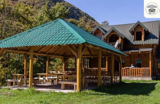 Modra Rijeka kamp bungalovi i priroda